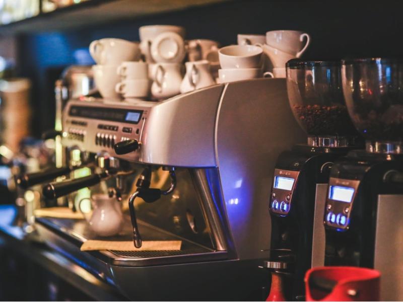 Tư vấn trọn gói giải pháp lắp đặt camera quan sát cho quán cafe