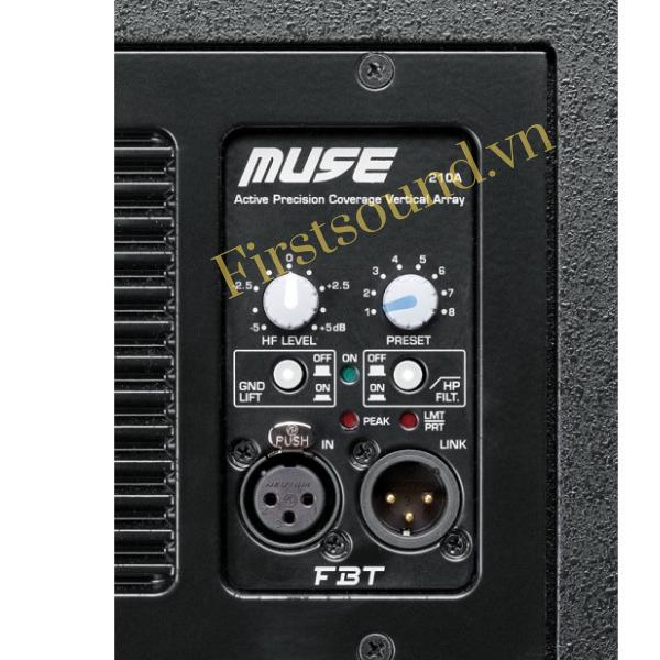 Mặt sau của loa MUSE 118SA có đầy đủ jack cắm và volume điều chỉnh