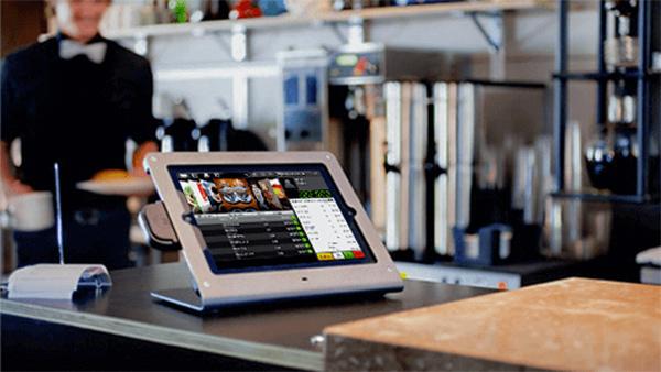 Thông qua phần mềm quản lý quán cafe, bạn có thể kiểm soát được tình hình bán hàng từ xa