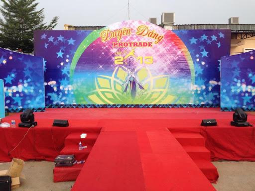 Cho thuê backdrop sân khấu kết hợp với thuê loa đài tổ chức sự kiện