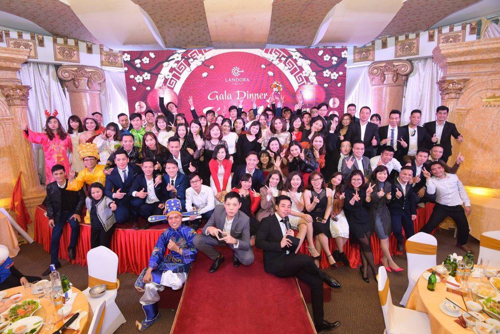 Gala Dinnerlà sự kiện được tổ chức với mục đích ăn mừng; khen thưởng và tri ân khách hàng