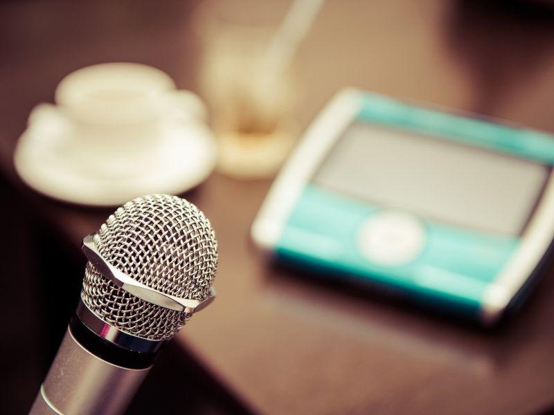 Chia sẻ Cách Chọn Micro Cho Dàn Karaoke Gia Đình Hay Nhất 2020