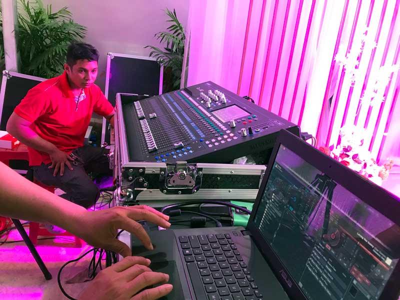 Kỹ thuật viên của Firstsound tại tiệc cưới-2