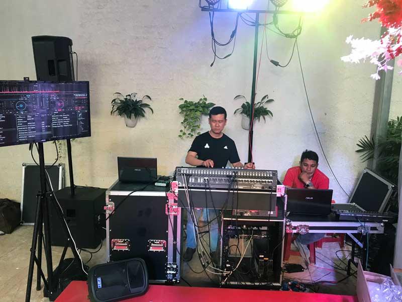 Kỹ thuật viên của Firstsound tại tiệc cưới-1