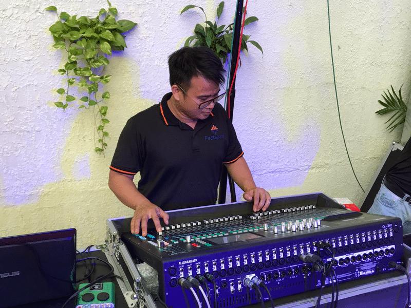 Kỹ thuật viên của Firstsound tại tiệc cưới