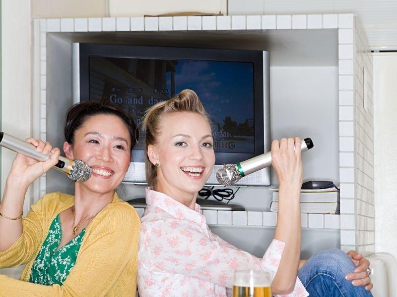 Nên chọn mua thiết bị trong dàn karaoke gia đình ở cửa hàng uy tín