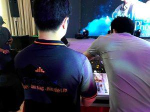 Kỹ thuật viên của Firstsound tại show của Tăng Phúc và Giang Hồng Ngọc