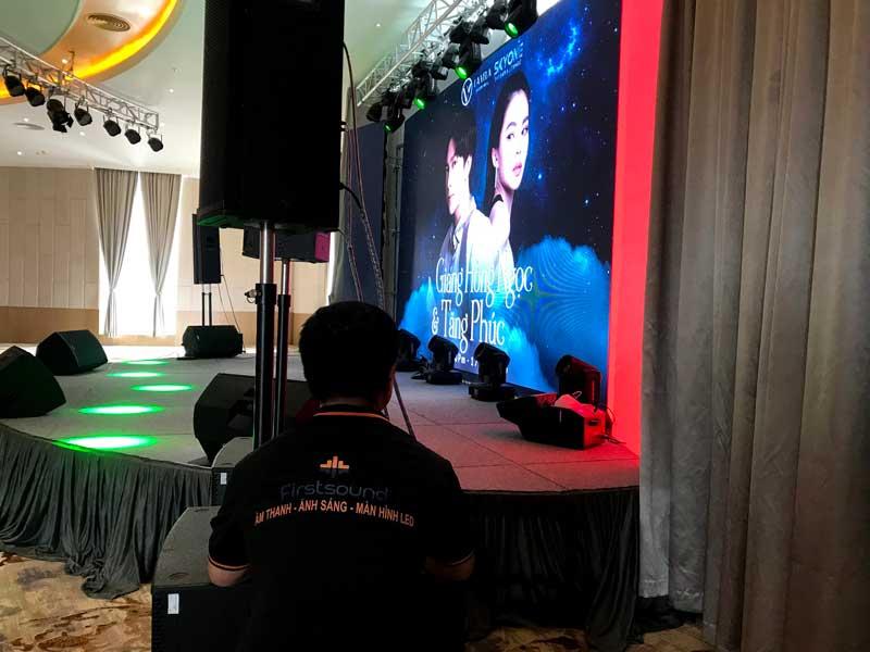 Kỹ thuật viên của Firstsound tại show của Tăng Phúc và Giang Hồng Ngọc-6